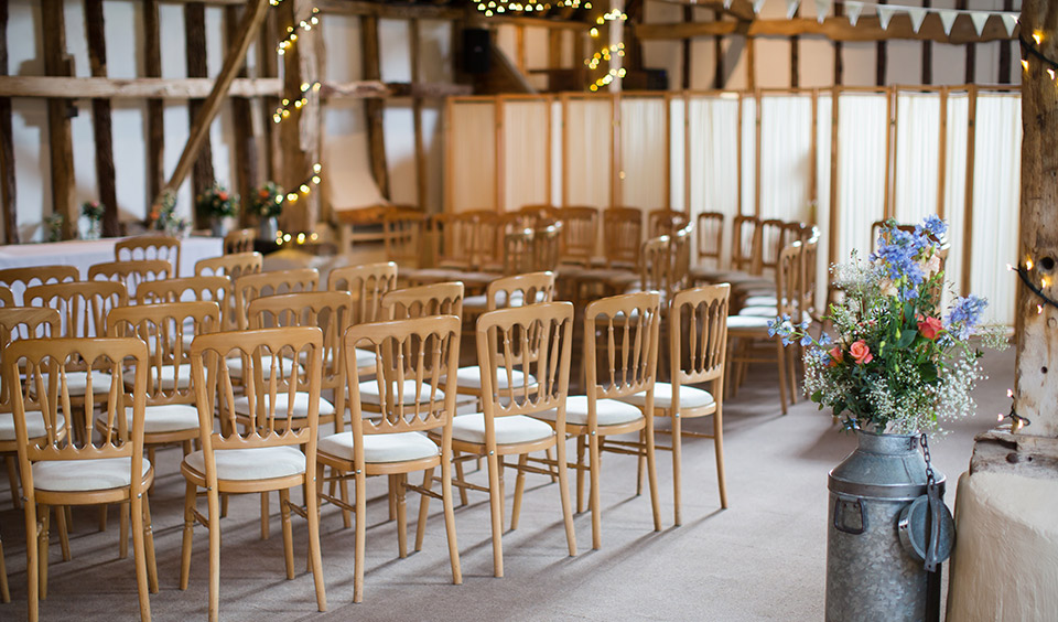 After a traditional Chinese tea the couple exchanged wedding vows during a wedding ceremony in the barn